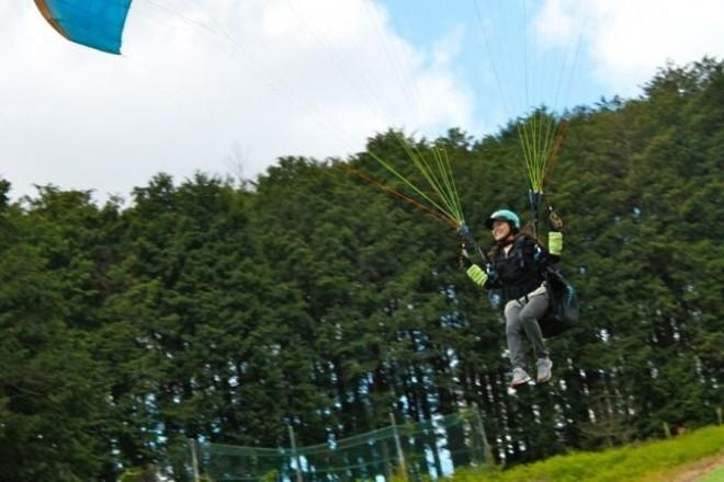 初心者でも飛べる!パラグライダー photo by そとあそび