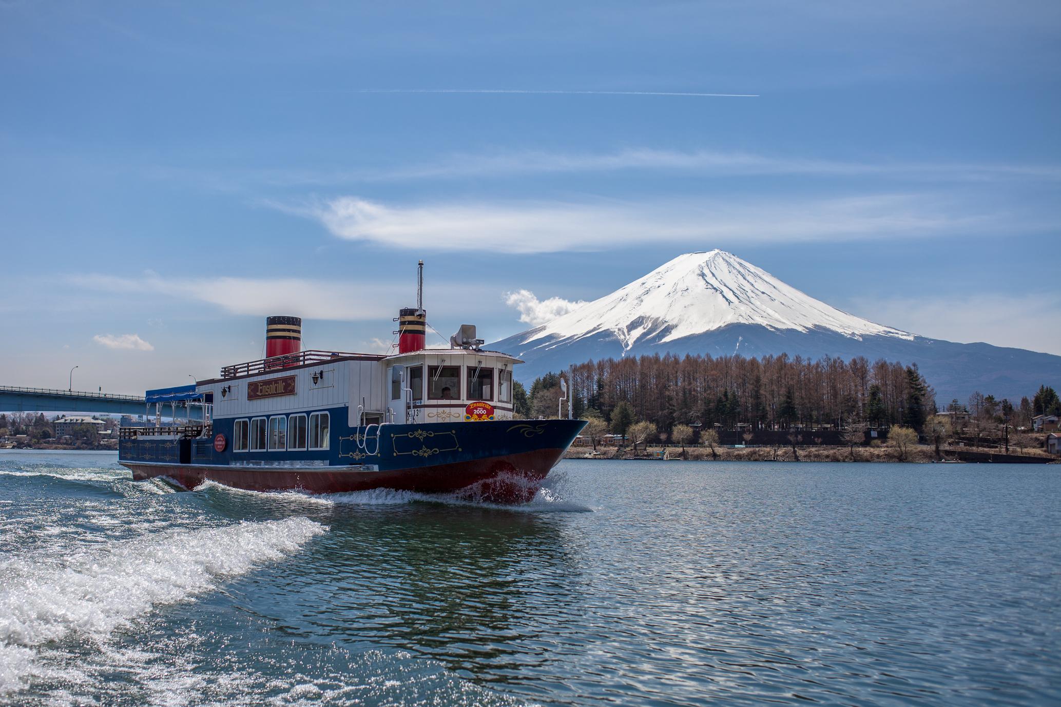 photo by アンソレイユ号外観画像の配布 | 富士五湖汽船