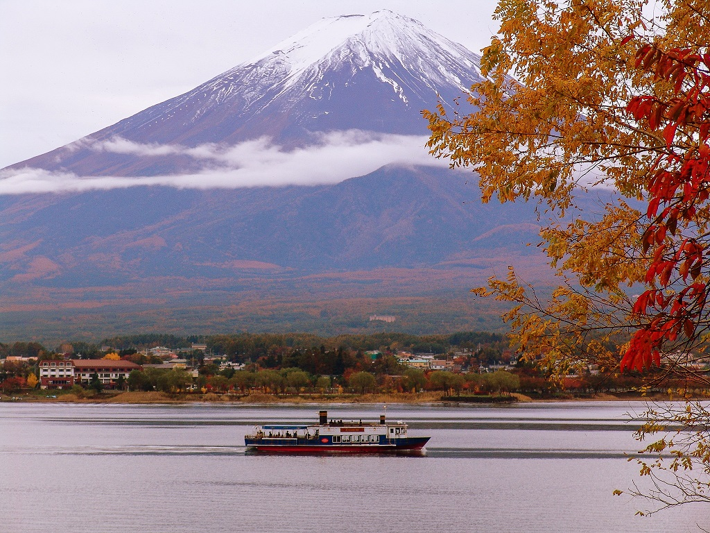 photo by 河口湖の四季(秋) | 富士五湖汽船
