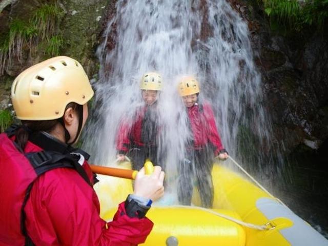滝に打たれて心も身体も鍛えられる!?photo by そとあそび