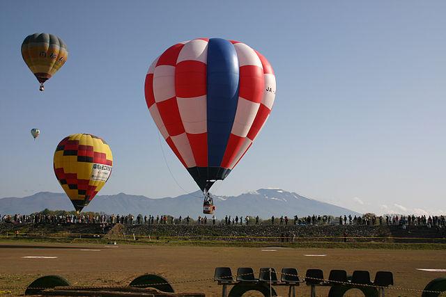 https://commons.wikimedia.org/wiki/File:Saku_balloon_fes.jpg