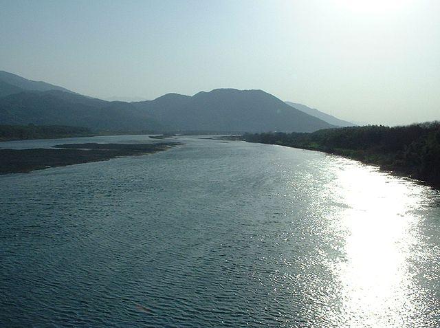 photo by Yoshinogawa(Tokushima) - 吉野川 - Wikipedia