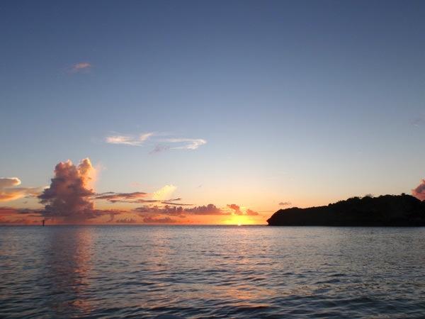 photo by 《海に沈む夕陽をカヤックから眺める》 ロマンチック・サンセットカヤック (沖縄県・嘉手納) そとあそび