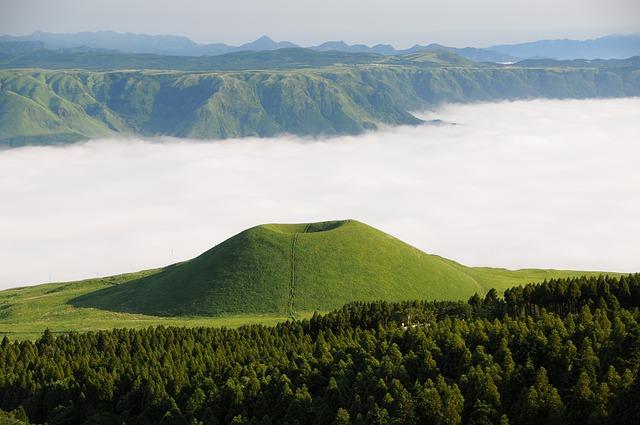 photo by 無料の写真: 阿蘇, 米塚, 雲海, 雲, 熊本, 日本, 外輪山 - Pixabayの無料画像 - 138984