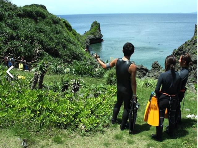 徒歩で青の洞窟へ出発!photo by そとあそび
