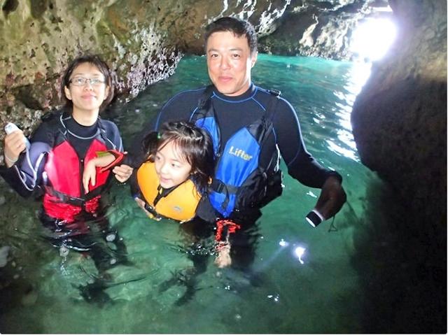 洞窟まではビーチから歩いて行けます!photo by そとあそび
