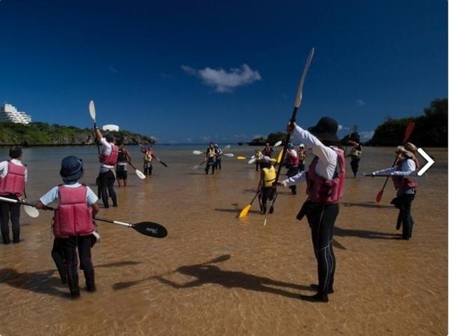ビーチで講習を受けて、いざ出発!photo by そとあそび