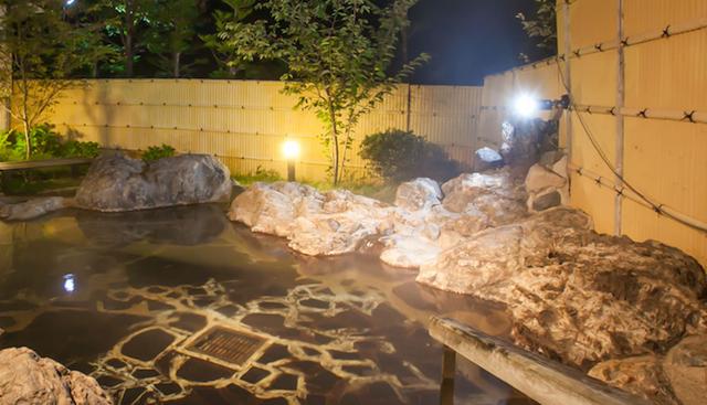 雰囲気満点の露天風呂!photo by 湯西川温泉 秘湯とぬくもりの宿 平の高房HP
