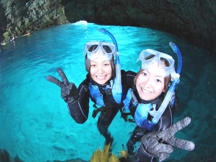 から 洞窟 の ここ まで 青 函館にもあった!観光の穴場スポット「青の洞窟」もおすすめ。