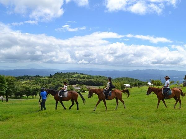 photo by《初心者OK!開放的な草原を乗馬トレッキング》 おためし・チャレンジコース(60分)(鹿児島県・霧島)|そとあそび
