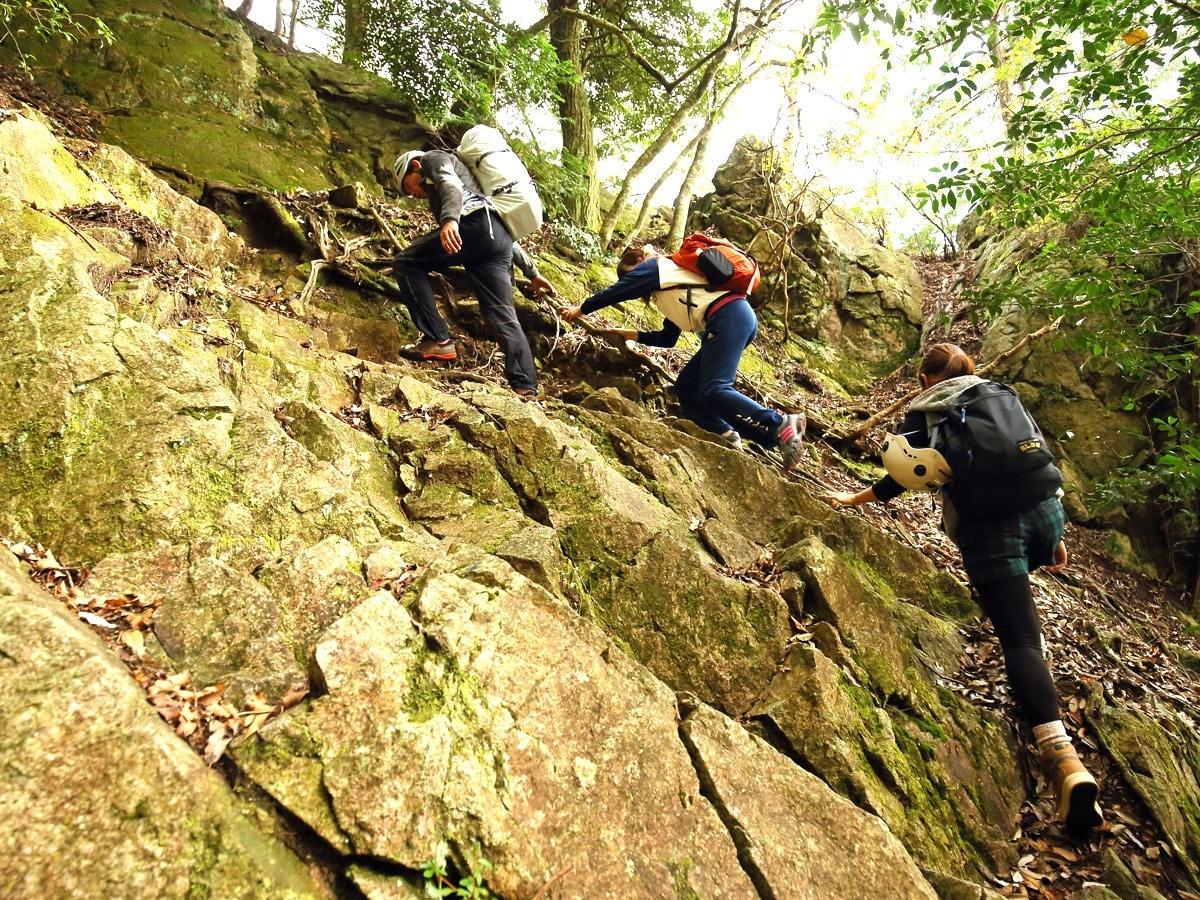 photo by 《岩稜歩き&ロッククライミング》 ロックトレッキング1日コース ◆写真付(滋賀県・高島)|そとあそび