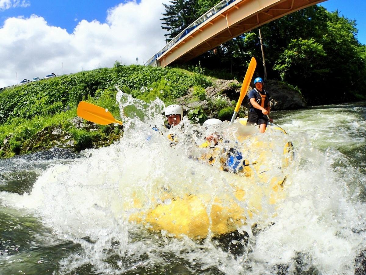 photo by 《美しい原生林と透きとおる水!水しぶきを浴びて大迫力のラフティング!》北海道富良野 シーソラプチ川ラフティング(北海道・富良野・美瑛・トマム) そとあそび