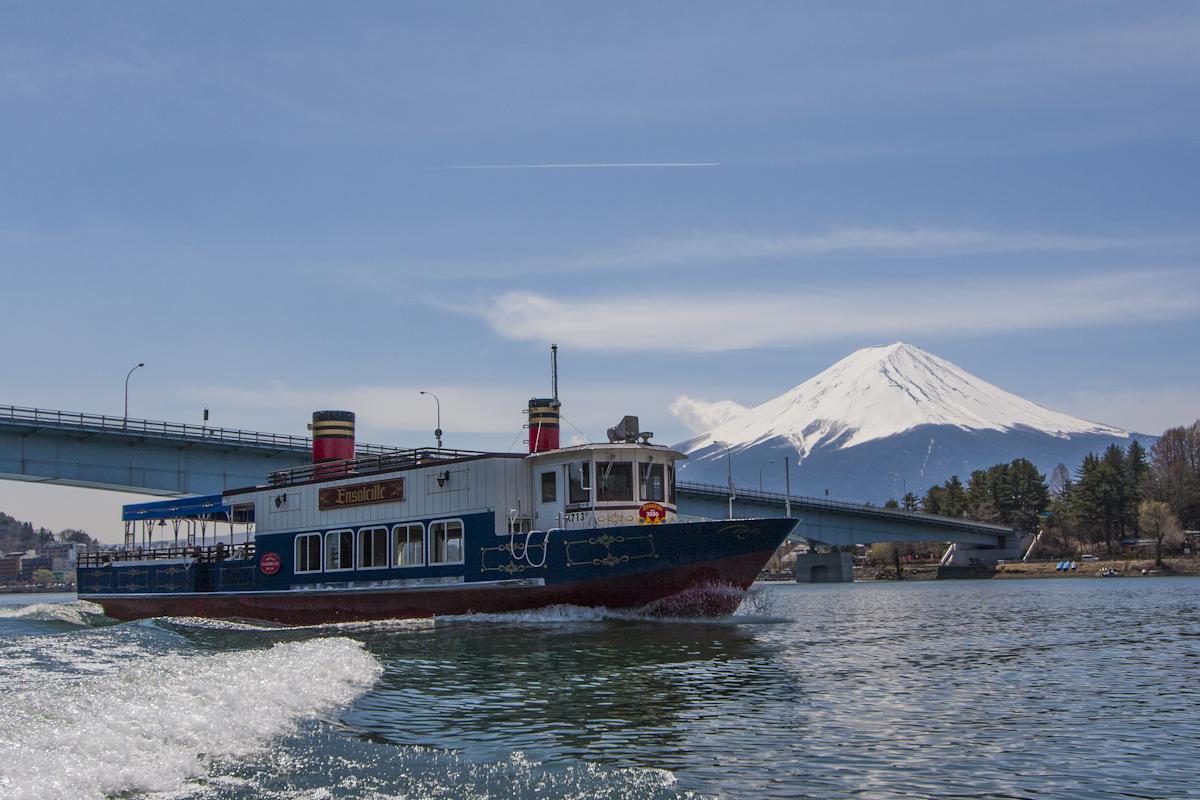 photo by 富士五湖汽船