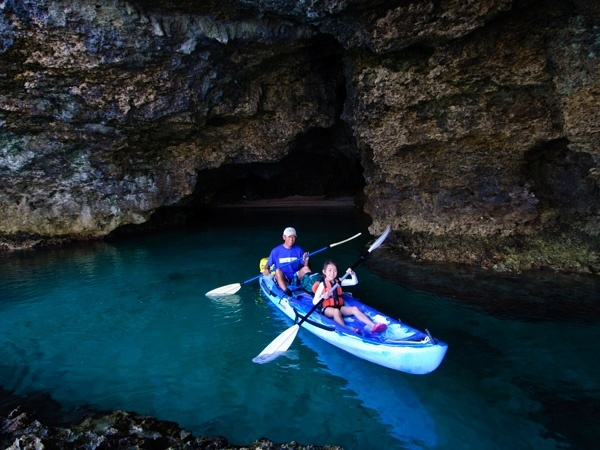 photo by 《半日(2時間)》 人気スポットをカヤックで探検! 青の洞窟カヤックツアー(沖縄県・石垣島) そとあそび