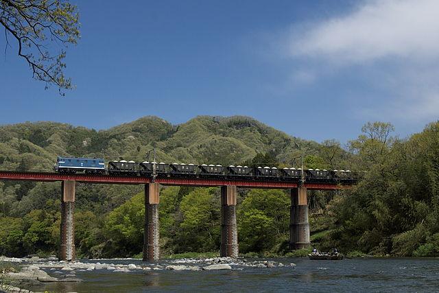 photo by Chichibu 504 Oyahana Viaduct 20110425 - 上長瀞駅 - Wikipedia