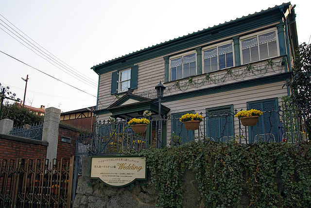 640px-Kobe_parastain_house2048