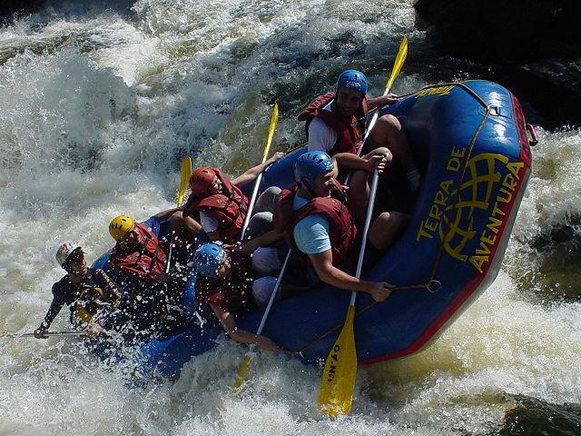 640px-Rafting_em_Brotas
