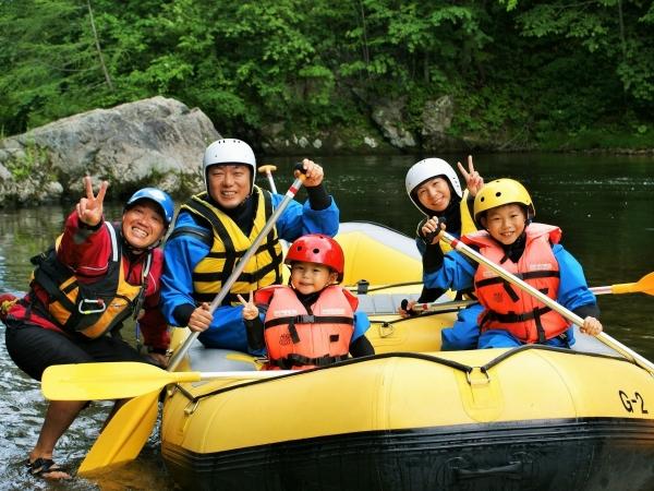 photo by 《3歳からOK!原生林に囲まれた透明度抜群の川でラフティングと自然観察が楽しめる!》北海道富良野 空知川キッズエコラフティング(北海道・富良野・美瑛・トマム)|そとあそび