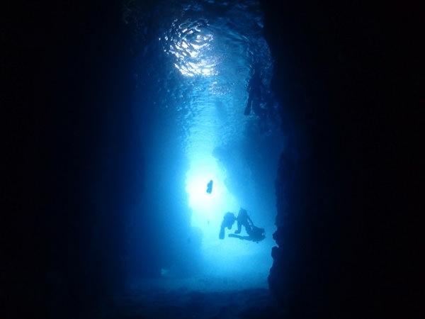 青の洞窟を探検! photo by そとあそび
