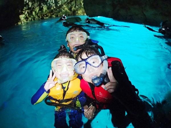 photo by 【1グループ貸切!】 シーカヤック&青の洞窟熱帯魚シュノーケル(沖縄県・恩納村)|そとあそび