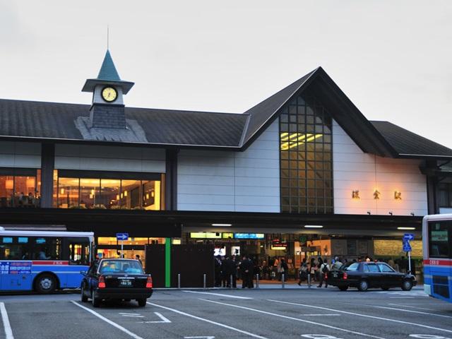 photo by File:JR Kamakura Station EastGate.jpg - Wikimedia Commons