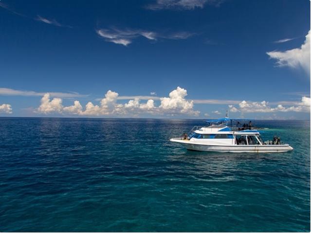 大型ボートに乗って出発!photo by そとあそび