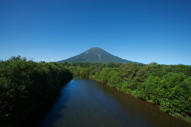 「羊蹄山と尻別川」photo by yamoto kaoru